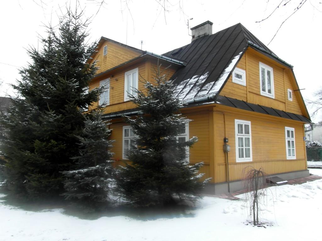 żółty dom 13