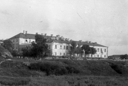Pałac od str zachodniej przed wojną ok