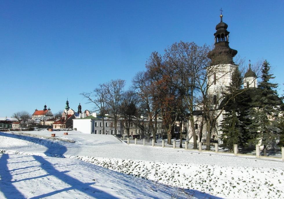 Świtego MIkołaja i katedra w tle