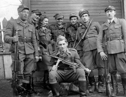 Zapora_1944_r. czwarty z prawej