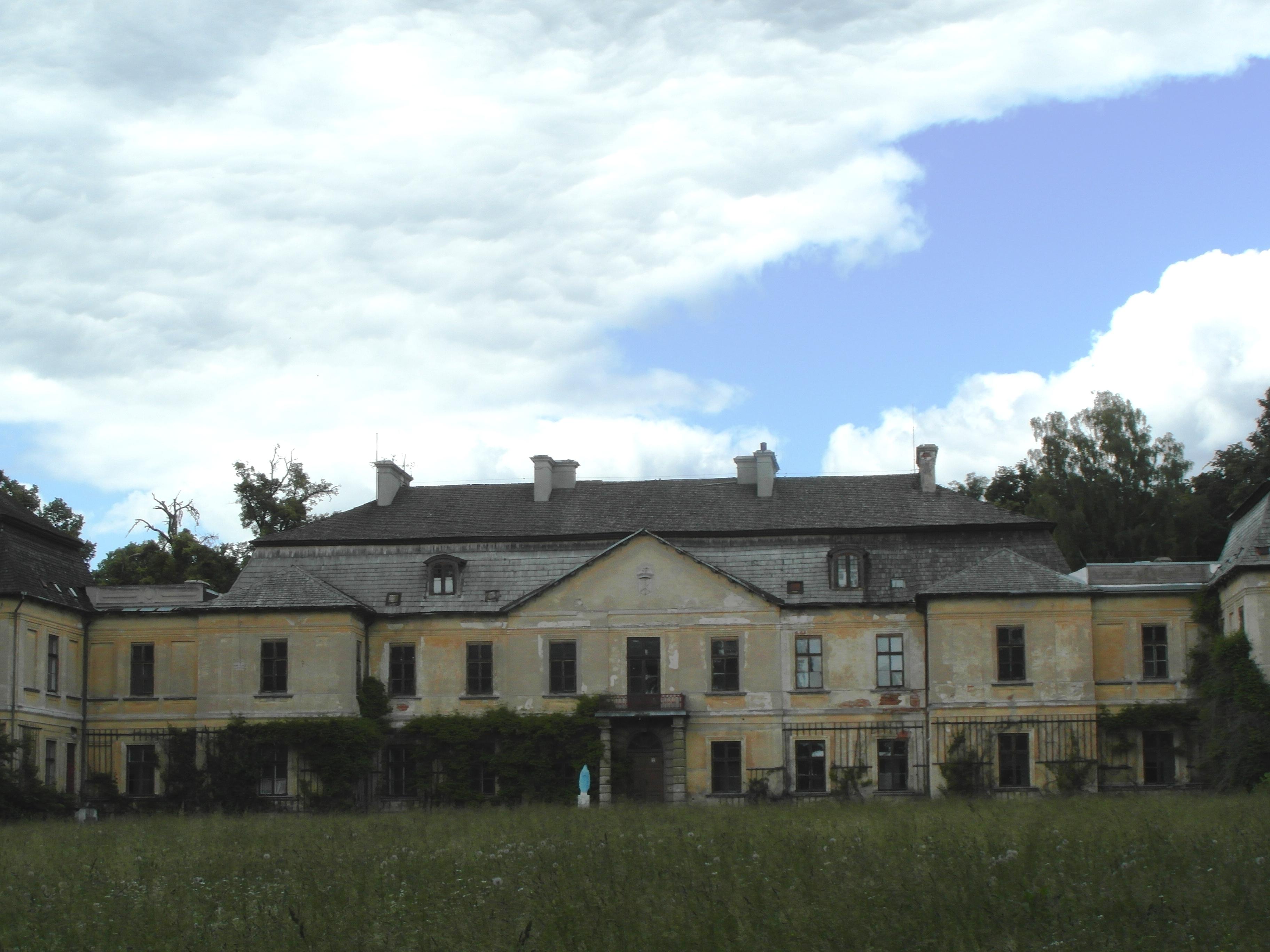 pałac klemensow